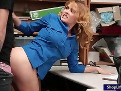 Breathholding gal Brooke pleasuring a dick
