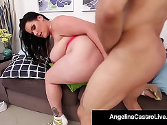 Chubby Latina stretches pussy inside the car