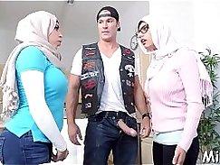Busty babe Dean Cain fucks Arab Thai chick