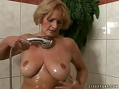Avery May Love her Granny Pump and Fuck