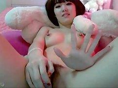 Beautiful Girl Fingers Herself On Cam